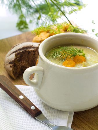 zucchini: Un taz�n de sopa de verduras cremoso  Foto de archivo