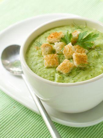 D�licieuse soupe aux l�gumes avec la pomme de terre, brocoli, haricots verts et le persil  Banque d'images - 7623955