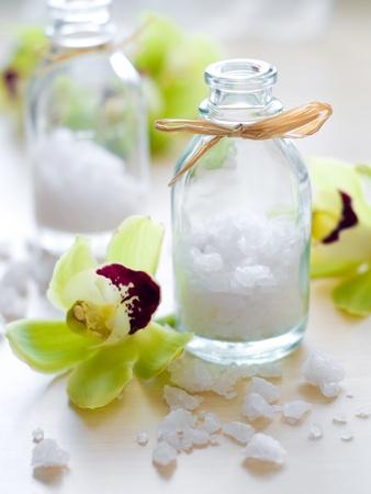 SÅ'oik soli morskiej i kwiat na drewno