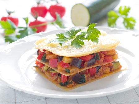 zapallo italiano: Lasa�a de verduras y queso. Enfoque selectivo