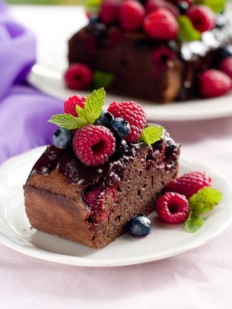 Piękne ciasto czekoladowe z jagód świeże. Selektywne fokus
