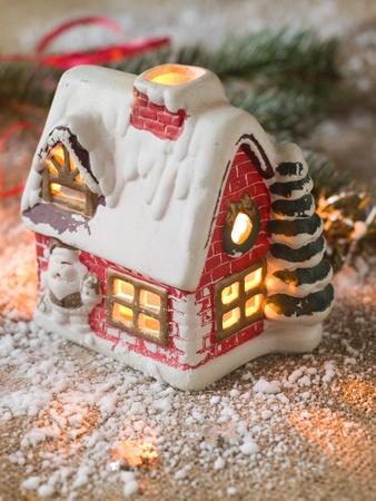 velas de navidad: Casa de la Navidad con la vela foco de luz, selectiva
