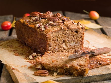 Nuts  and honey cake, selective focus Stockfoto