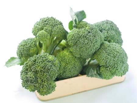 Frischer grüner Brokkoli auf hellem Hintergrund, selektiven Fokus