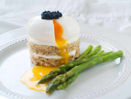 boiled: Bread with poached egg with asparagus, selective focus Stock Photo
