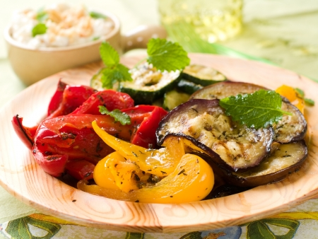 Grilled vegetables with thyme and mint on the wooden plate, selective focus  Zdjęcie Seryjne