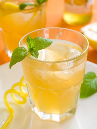 Cold fresh lemonade drink close up, selective focus Stockfoto