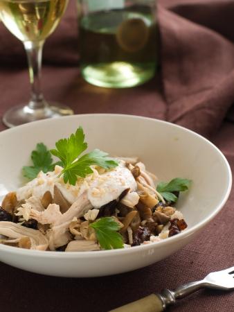 pruneau: Salade au poulet, champignons, pruneaux et noix