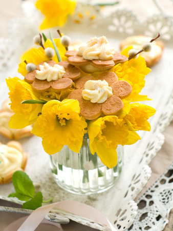 easter cookie: Bouquet of fresh narcissus, willow and easter cookie for Easter, selective focus