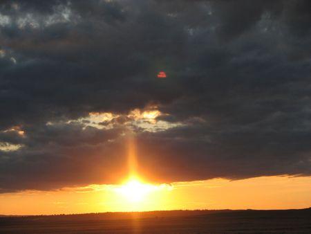 horrizon: SUNSETTING BELOW DARK CLOUD!