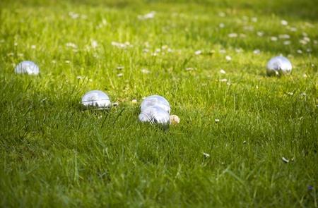 Petanque kommen in het gras.