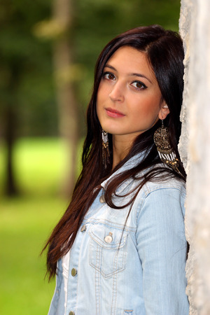 Portret van de mooie brunette vrouw. Stockfoto