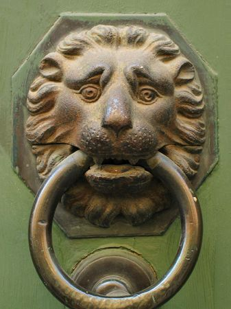 doorhandle: door-handle as lion head