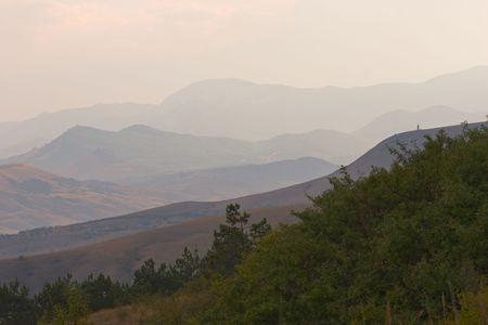 ridges: paesaggio di colline blu con diverse righe di creste della montagna