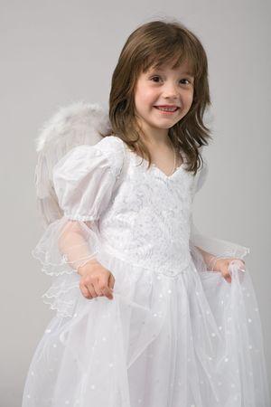 niña en vestido blanco y alas de ángel  Foto de archivo - 3091744
