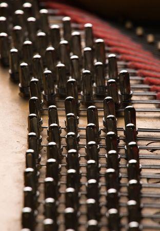 grand piano: Details im Inneren des Fl�gels: Pins Lizenzfreie Bilder