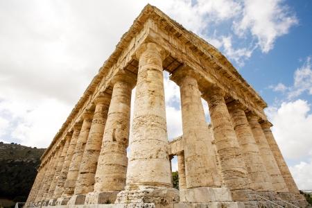 grec antique: ancien temple grec de Segesta V�nus en village, Sicile, Italie