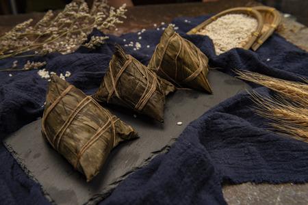 中国传统节日龙舟节和zongzi