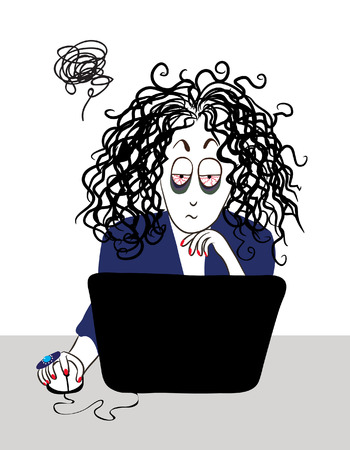 Der müde Mädchen mit lockigen Haaren Arbeiten in der Nähe des Computers