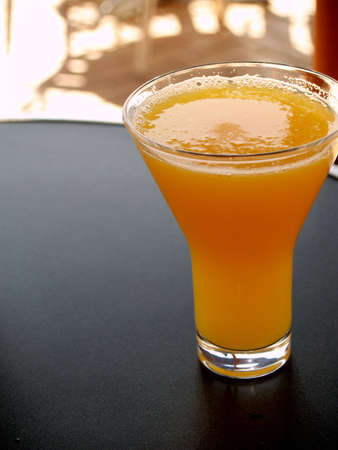 jus orange glazen: Glas Orange Juice Stockfoto