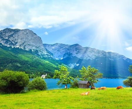 Mooie zomer Alpine lake Grundlsee view (Oostenrijk)