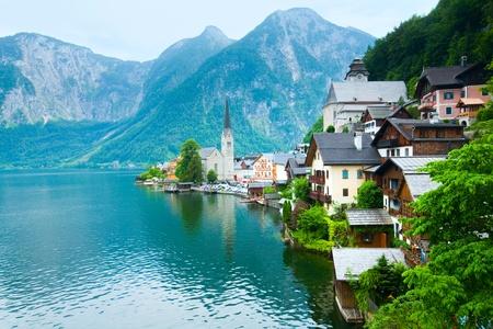 Mooie zomer Alpine Hallstatt stad en het meer Hallstätter See weergave (Oostenrijk) Stockfoto