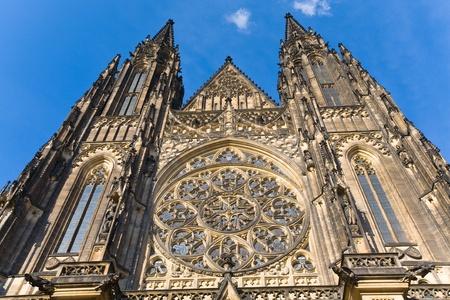 rose window: La facciata ovest della Cattedrale di San Vito a Praga (Repubblica Ceca) con il suo rosone