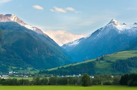 Alpen bergen rustige zomer view (Oostenrijk).