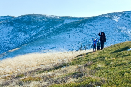 borghava: Family (mother with children) walk on autumn  mountain plateau first winter snow Stock Photo