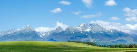 Hoge Tatra lente panorama met sneeuw op berghelling (Slowakije)