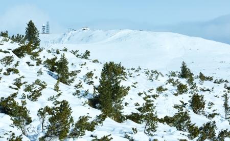 skipiste: Sch�ne Winter Berglandschaft mit Skilift und Skipiste am Hang (alle Menschen sind nicht erkennbar)