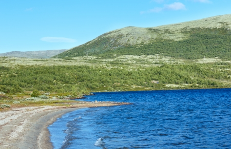norge: Small mountain lake (not far from Dombas, Norge)