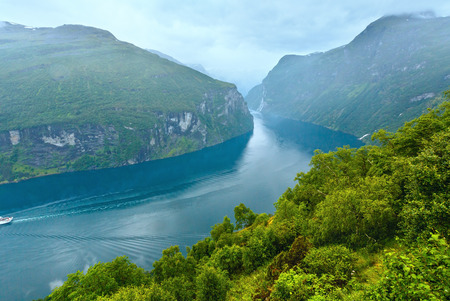 norge: Geiranger Fjord (Norge) and waterfall Seven sisters view from above