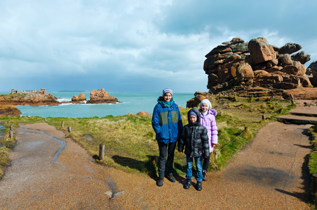 ploumanac'h: Ploumanach coast spring view ( Perros-Guirec, Brittany, France) and family tourist. The Pink Granite Coast. Stock Photo