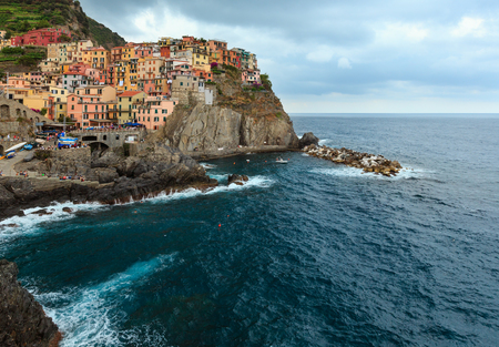 Summer Manarola - one of five famous villages of Cinque Terre National Park in Liguria, Italy, suspended between sea and land on sheer cliffs. People unrecognizable. 版權商用圖片