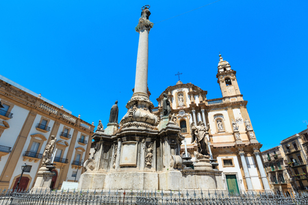 Church of Saint Dominic (Chiesa di San Domenico e Chiostro) is the second most important church of Palermo, Sicily, Italy. And obelisk-like Colonna dell Immacolata (Immaculate Virgin, buil in 1728) 報道画像