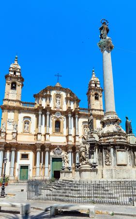 L'église Saint-Dominique (Chiesa di San Domenico e Chiostro) est la deuxième église la plus importante de Palerme, en Sicile, en Italie. Et Colonna dell Immacolata (Vierge Immaculée, date de 1728) Banque d'images - 91871578