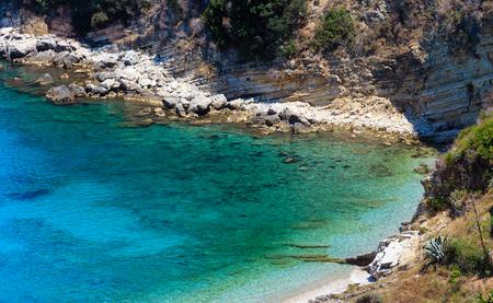 Zomerochtend strand (Manastiri i Shen Gjergjit, Saranda, Albanië).