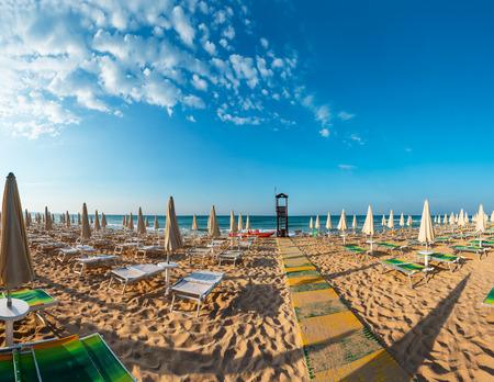 Morning paradise white sandy beach The Maldives of Salento with sunshades and sunbeds (Pescoluse, Salento, Puglia, south Italy). The most beautiful sea sandy beach of Apulia. 版權商用圖片