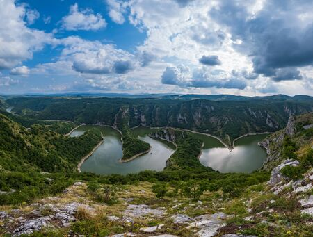Beautiful summer top view of the Uvac River canyon meanders, Serbia. 免版税图像 - 129756397