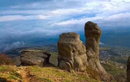 Rocky mountain view (Ghosts valley near Demerdzhi Mount, Crimea, Ukraine) Banque d'images