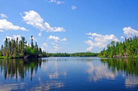 南禁酒湖の境界ウォーターズ カヌー エリアで青い空 写真素材