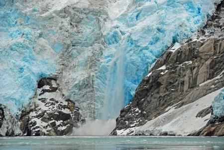 Ice vêlage sur un glacier de Kenai Fjords en Alaska Banque d'images - 12106680