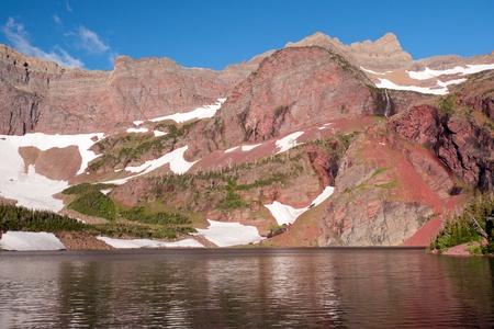 몬타나의 빙하 국립 공원에있는 오카 토미 호수