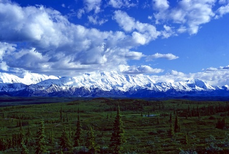 Mt マッキンリー デナリ国立公園で、午後の雲を突破