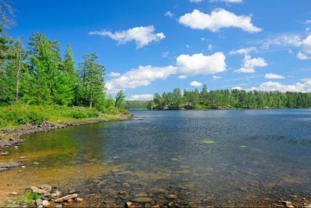 Saganaga lac du parc provincial Quetico à l'été Banque d'images - 12578574