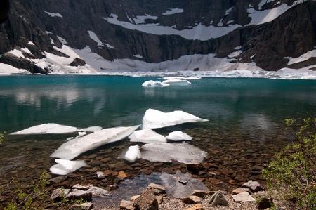 빙산 국립 공원의 빙산 호수 얼음