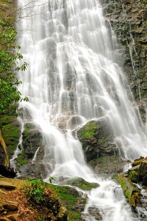 ノースカロライナの山中にある壮観なミンゴの滝 写真素材