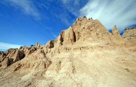 pinnacle: Pinnacle e nuvole in Badlands in South Dakota