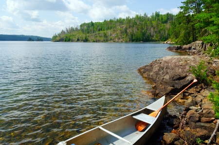 Kano op Knife Lake in Quetico Provincial Park Stockfoto